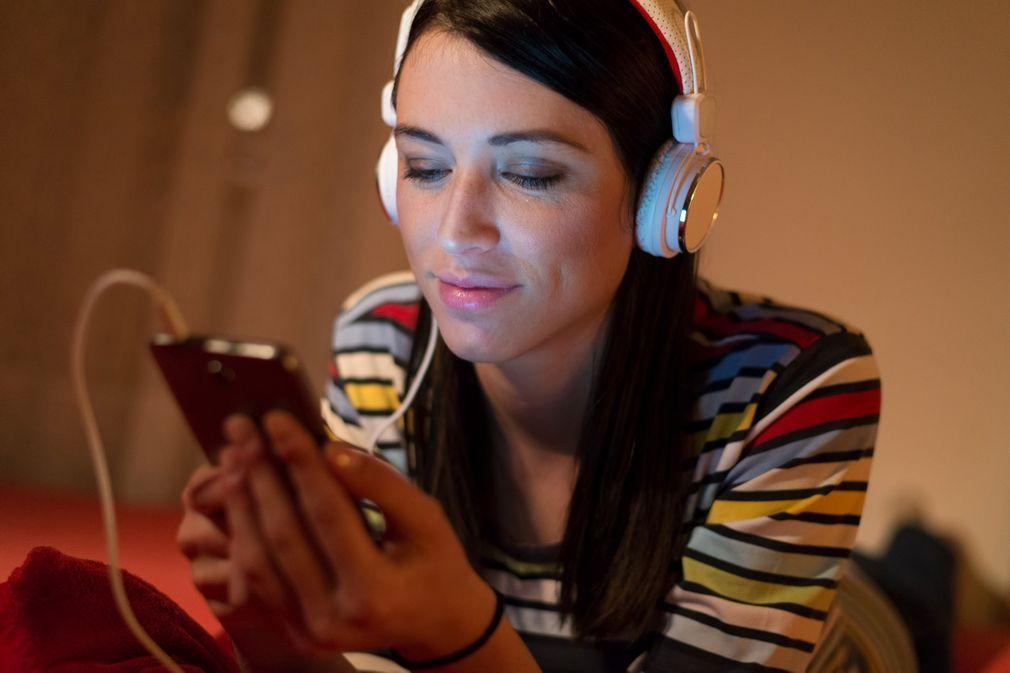 4 podcasts anti-déprime à écouter pendant le confinement