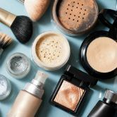 Maquillage et acné : comment camoufler sans surcharger