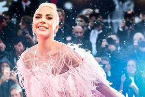 Lady Gaga devient égérie du parfum Valentino