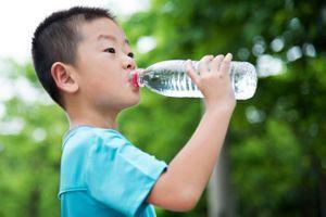 Une meilleure hydratation pour favoriser la capacité à se montrer multitâche chez les enfants ?