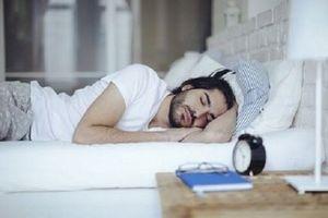 Dormir dans une chambre bruyante pourrait contribuer à l'infertilité masculine