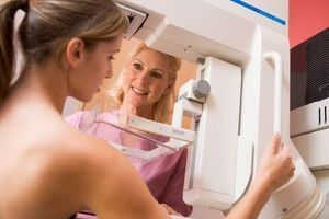 """Les femmes à """"haut risque"""" de cancer du sein doivent bénéficier d'un dépistage spécifique"""