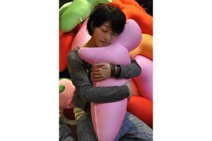 Japon: un coussin en forme de silhouette pour des conversations téléphoniques plus sensuelles