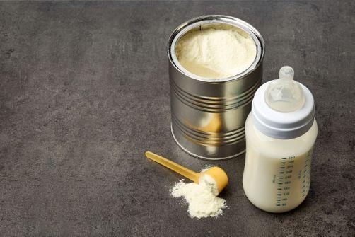foodwatch exige le rappel de laits pour bébé Nestlé et Danone