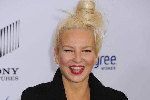 La chanteuse Sia révèle être atteinte du syndrome d'Ehler-Danlos, une maladie rare