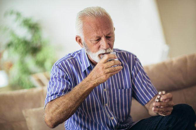 Seniors et médicaments : les précautions à prendre