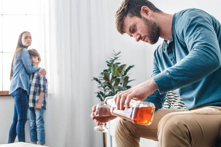 Mon conjoint boit, comment en parler aux enfants ?