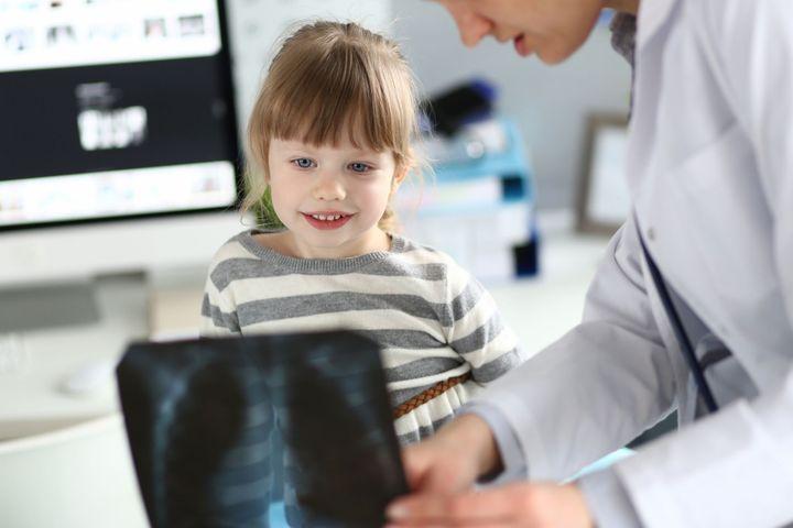 Mon enfant doit passer une radiographie Santé de bébé Imagerie médicale