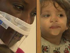 """Les masques transparents, un """"plus"""" dans les crèches mais un confort """"à améliorer"""""""