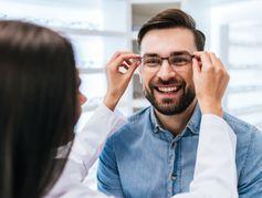 Les opticiens pourraient-ils bientôt prescrire des lunettes ?