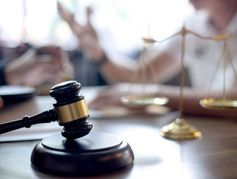 Le Sénat fixe l'âge de non-consentement des mineurs à 13 ans