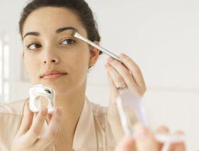 Maquillage soin : la cosmétique 2-en-1