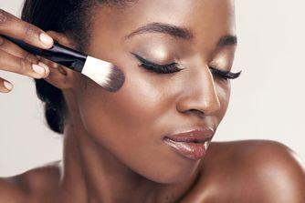 10 astuces de maquillage pour les peaux noires et métissées