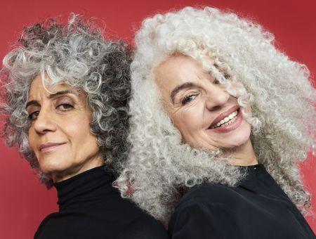 Coiffure 2021 : les plus belles coupes de cheveux mi-longs à adopter après 50 ans