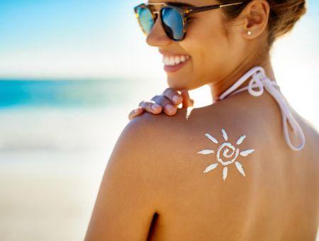 Filtre chimique ou filtre minéral : comment s'y retrouver dans les crèmes solaires ?