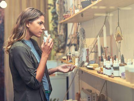 Les Françaises ont renoncé au maquillage, mais (presque) pas au parfum
