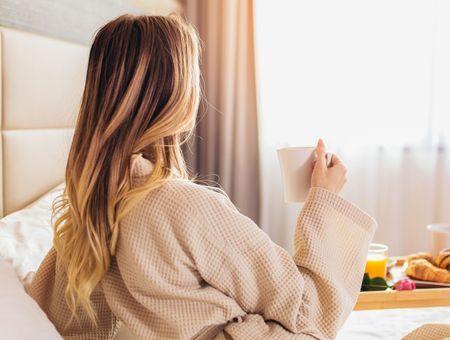 Comment prendre soin de ses cheveux pendant la nuit ?