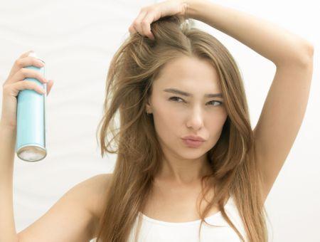 5 techniques pour camoufler les cheveux blancs