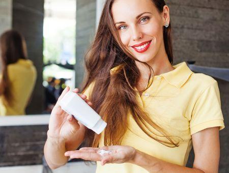 Shampoing sec : ma solution SOS pour des cheveux impecs