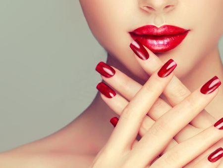 Tout ce qu'il faut savoir sur les poses d'ongles