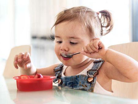 Les étapes de l'alimentation de bébé de 1 à 3 ans