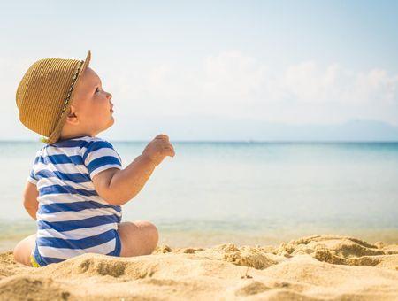 Bébé : préparer sa première sortie à la mer