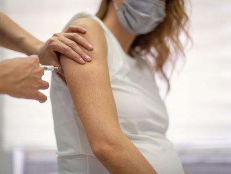 Covid-19 et vaccin, les femmes enceintes prioritaires dès le 4ème mois de grossesse