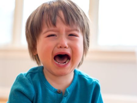 Mon enfant tape, mord, griffe… Comment réagir face à un enfant violent ?