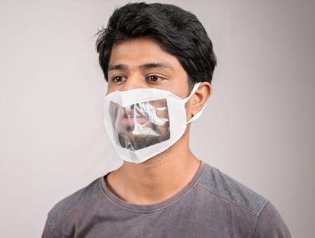Coronavirus : 500 000 masques transparents distribués aux professionnels de la petite enfance