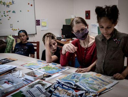 """""""C'est nul le virus"""" : des enfants placés et confinés, en mal de famille"""