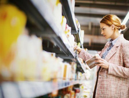 Coronavirus : ruée sur les produits de grande consommation avant le confinement, selon le cabinet Nielsen