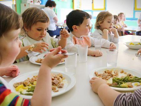 """Alice Gauvin, journaliste France Télévisions : """"On ne cuisine plus dans les cantines scolaires !"""""""