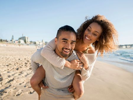 Comment réussir ses premières vacances en amoureux ?