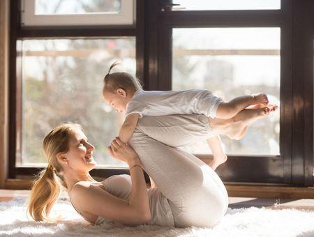 Sport avec bébé après l'accouchement : 8 exercices de gym