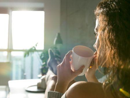 Doit-on boire du café l'estomac vide ?