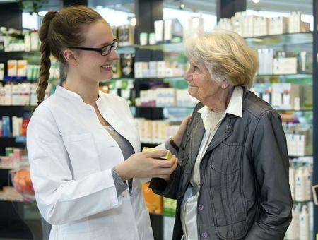 Compléments alimentaires et seniors : attention aux surdosages