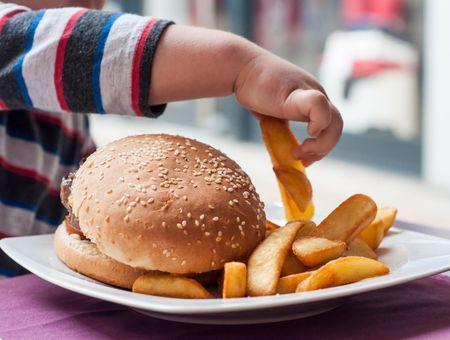 Obésité infantile et malbouffe : l'UFC Que Choisir lance une pétition