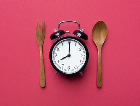 Ne pas manger le soir pour maigrir : bonne ou mauvaise idée ?