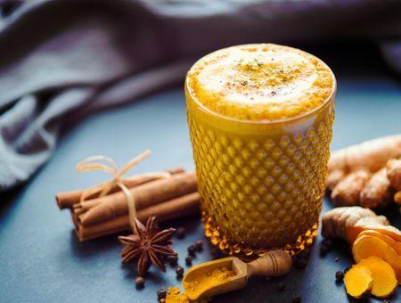 Le lait d'or, la boisson cocooning et healthy de l'hiver