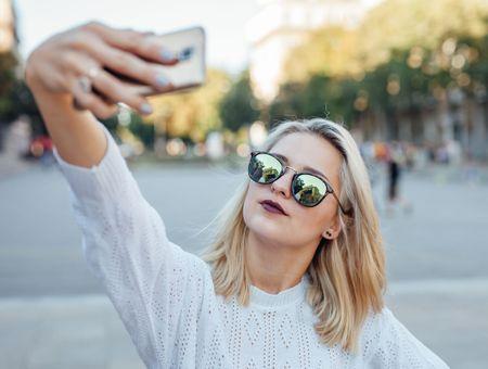 Selfitis : être accro aux selfies est désormais une maladie