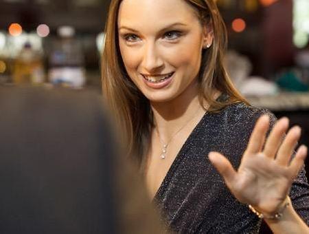 Décodez les gestes amoureux : les mains