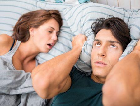 Comment traiter les ronflements féminins ?
