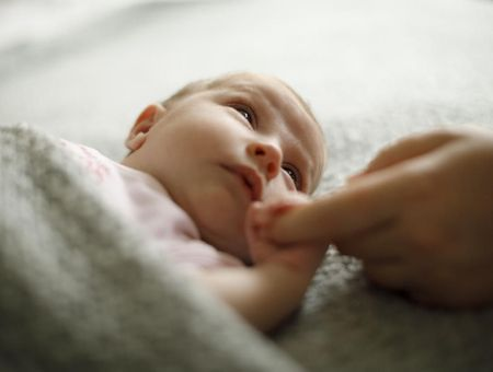 Soigner bébé par la parole