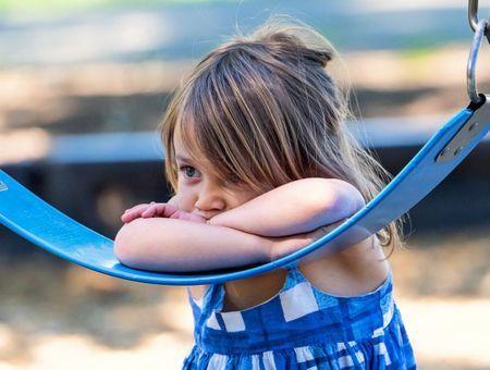 Mon enfant ne parle toujours pas, à quel âge dois-je m'inquiéter ?