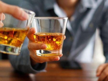 Dépendance à l'alcool : associations et contacts utiles
