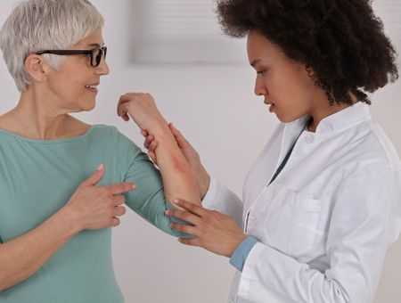 Les allergies médicamenteuses : quels traitements concernés, les causes, symptômes et prévention