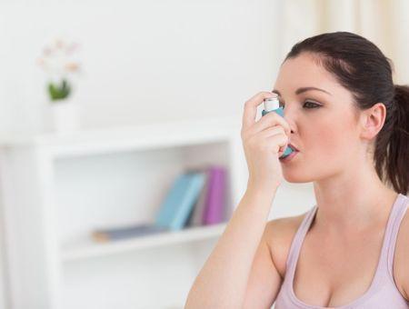 Asthme : comment bien utiliser son inhalateur ?