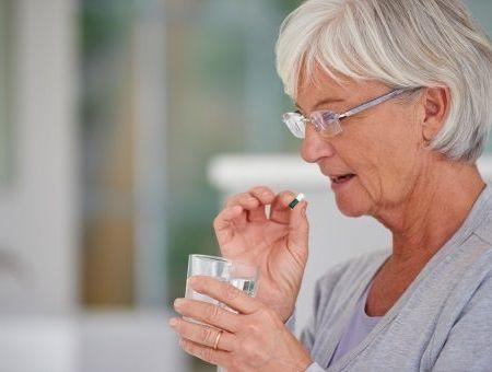 Vitamines et traitement anti-cholestérol ne font pas bon ménage !