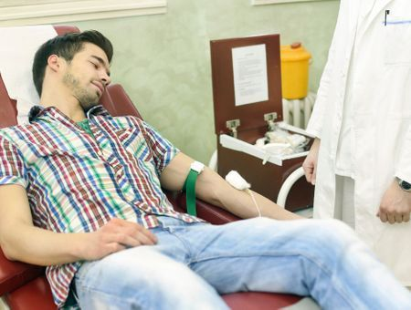 Don du sang par les homosexuels : l'abstinence d'un an confirmée par le Conseil d'Etat