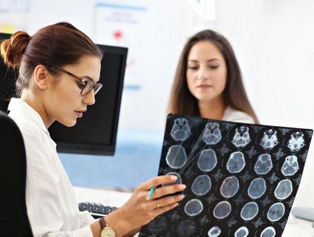 AVC hémorragique : particularités diagnostiques et prise en charge